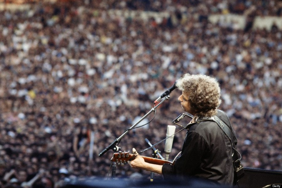 #MusicMoments | Bob Dylan Performs for a Massive Crowd Wembley Stadium, London in 1984
