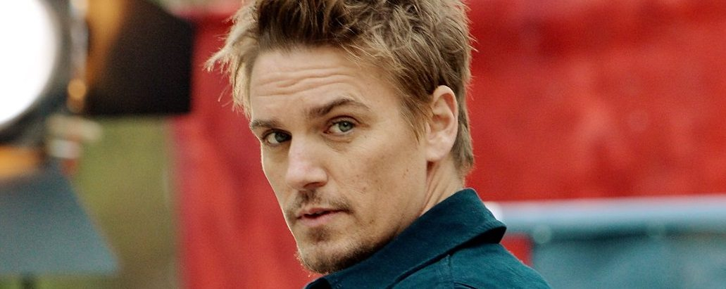 Nashville Actor Riley Smith Releases New Country Single 'I'm On Fire' | @rileysmith