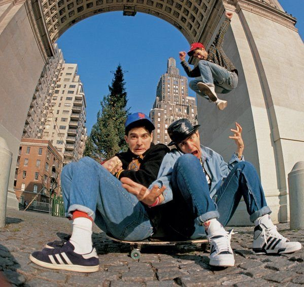 #MusicMoments: Beastie Boys hanging out in Washington Square Park, 1986. #TheMusicSite
