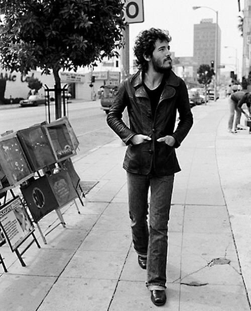 #MusicMoments: Bruce Springsteen on The Sunset Strip, LA, 1975. #TheMusicSite