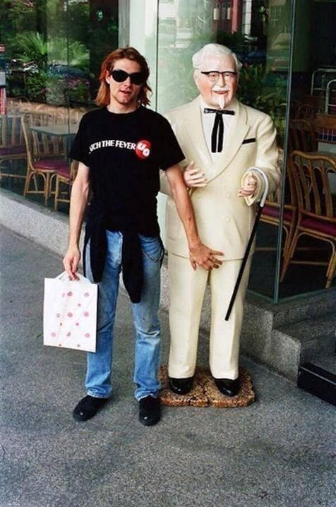 #MusicMoments: Kurt Cobain posing with Colonel Sanders in Singapore, 1992. #TheMusicSite