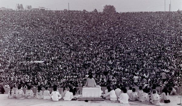 #MusicMoments: Opening ceremony at Woodstock with Swami Satchidananda giving the opening speech, 1969. #TheMusicSite