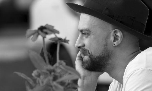 Interview with River Matthews at The Cambridge Folk Festival | @mrrivermatthews