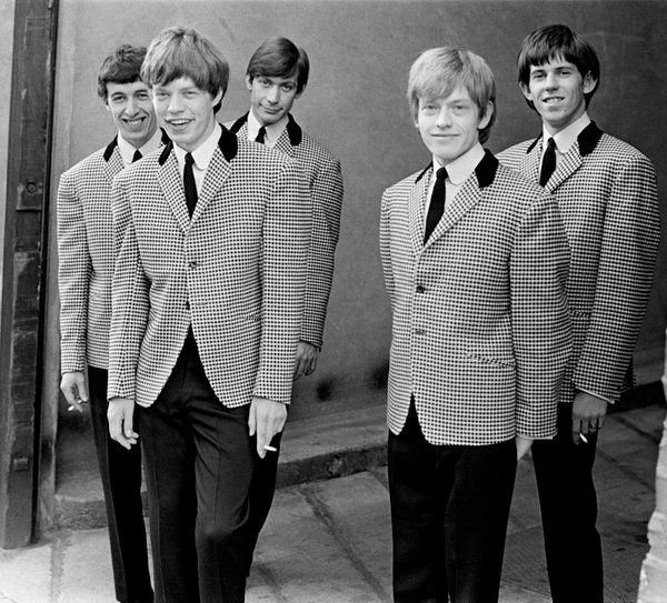 #MusicMoments: The Rolling Stones having a smoke before their TV debut in 1963. #TheMusicSite