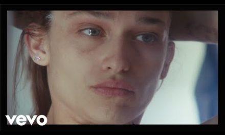 Alex Cameron – Stranger's Kiss (Duet with Angel Olsen) (Official Video)