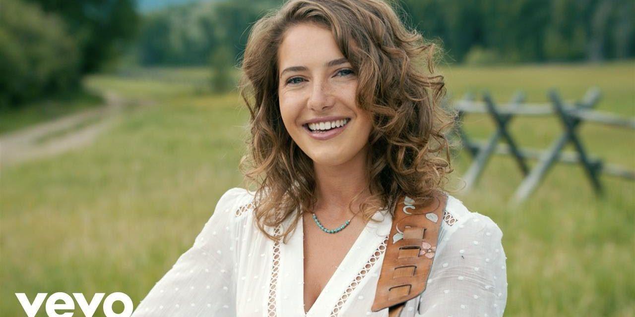Caroline Jones – Country Girl (Official Music Video)