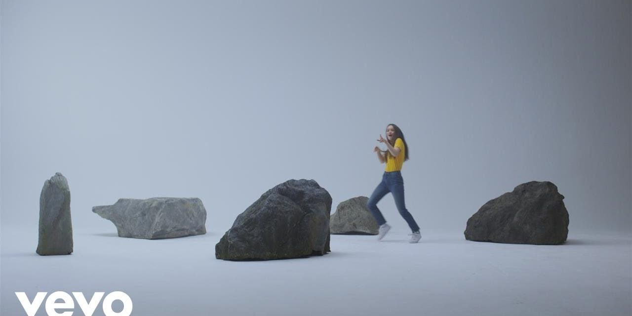 Sigrid – Strangers (Official Music Video)