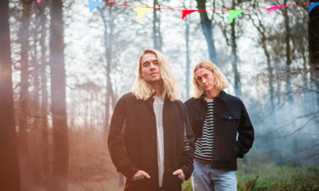 Island Records Scandi-Pop Duo Hearts & Colors Unveil 'Too Many Friends' | @heartsandcolors