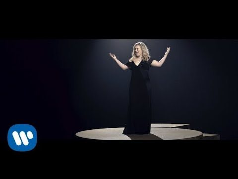 Kelly Clarkson – I Don't Think About You (Official Music Video)
