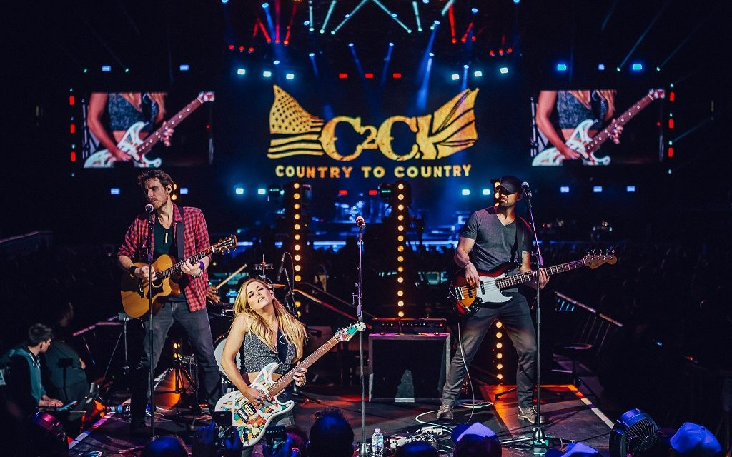 Country Star Lindsay Ell Debuts Music Video for 'Criminal'