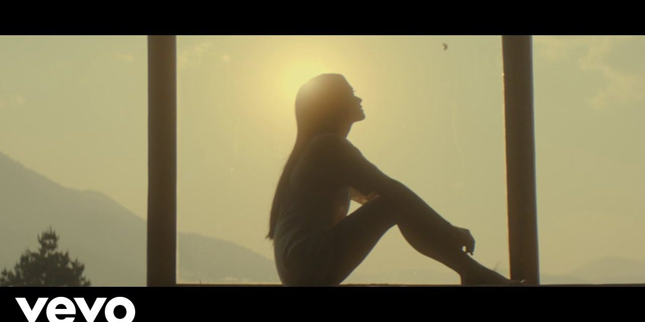 Kacey Musgraves – Space Cowboy (Official Music Video)